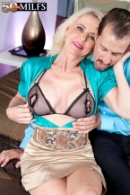 The fresh SEXY HOUSEWIFE has a gaping love tunnel!