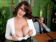 Fucking the giant titted SEXY HOUSEWIFE who's wearing glasses