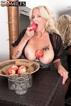 This MILF is the apple of our eye
